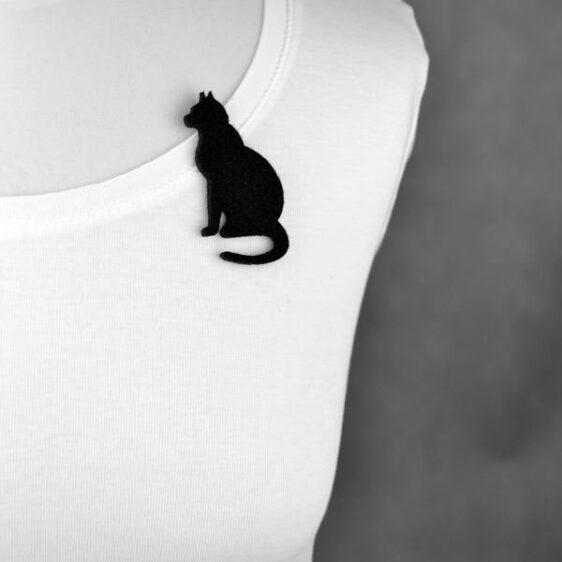 broszka filcowa kot siedzący