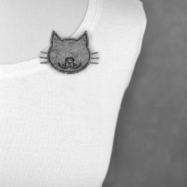 Broszka filcowa kot z wąsami
