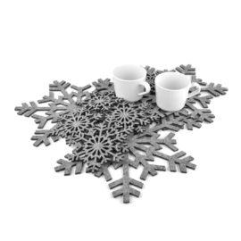 cztery podkładki filcowe w kształcie śnieżynek