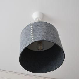 lampa sufitowa z filcowym kloszem
