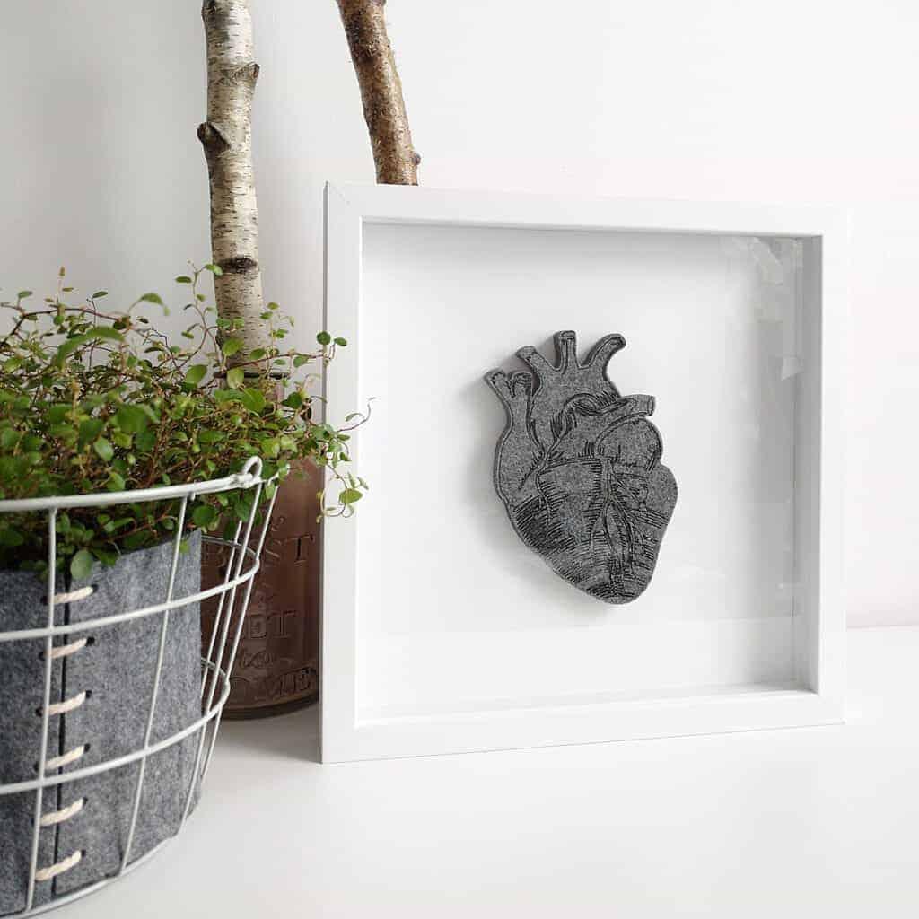 Obraz z filcowym sercem