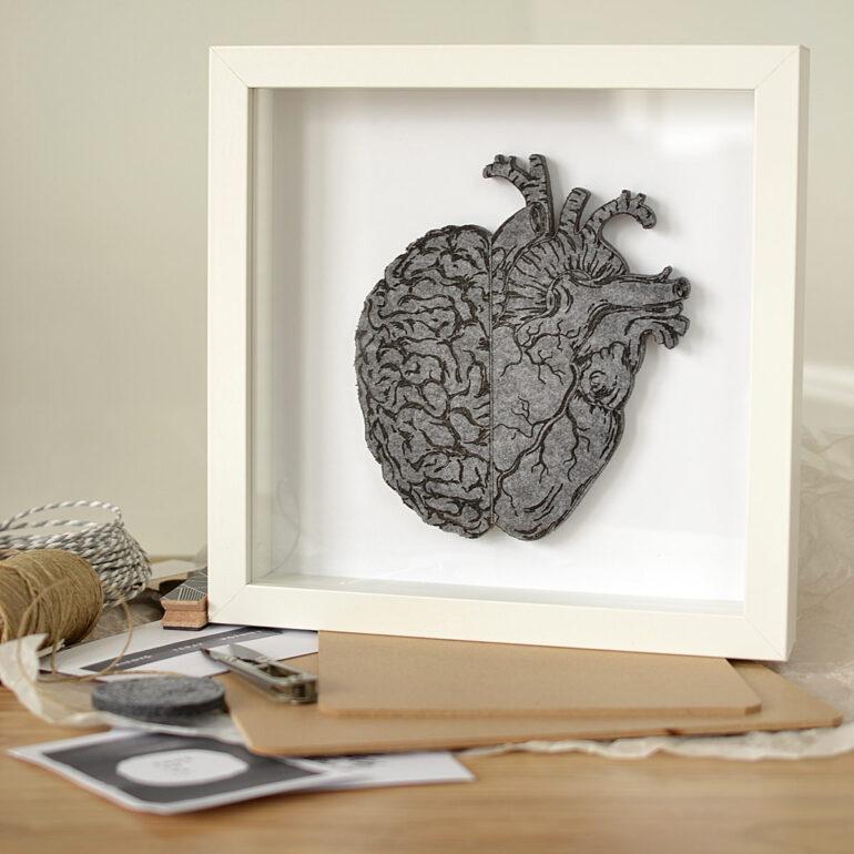 Zobacz piękny Obraz z filcowym sercem i mózgiem