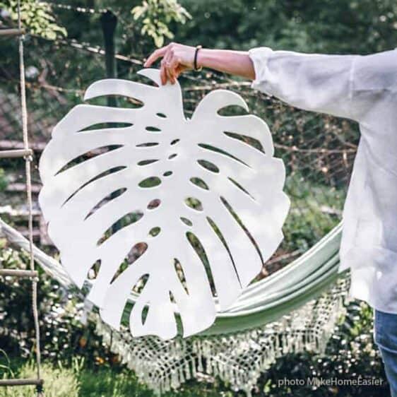 Filcowa kremowa serweta w kształcie gigantycznego liścia Monstery