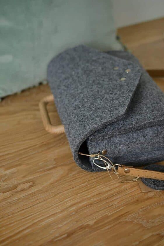 Mała szara filcowa torebka Felt&Wood III