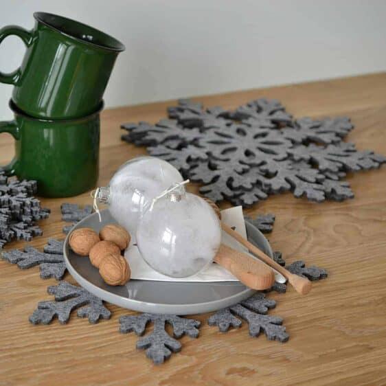 Podkładka filcowa w kształcie śnieżynki pod talerz FS10