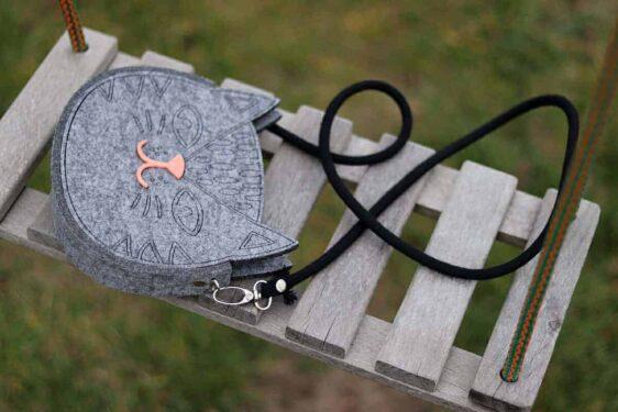 Szara filcowa torebka dla dziewczynki - Kot