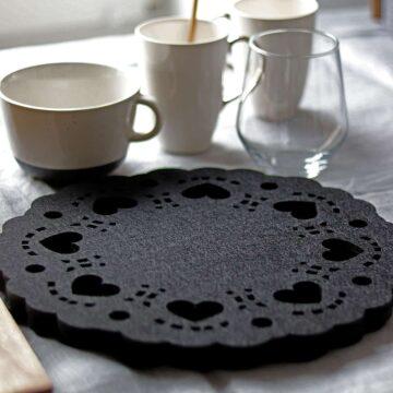 Podkładka filcowa pod talerz z serduszkami