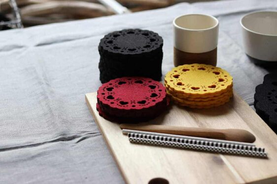 Podkładka filcowa pod kubek z serduszkami